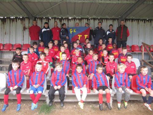 une partie des jeunes de l'école de foot et leurs entraîneurs 2016-10