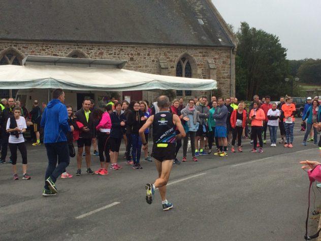 Trévou-Tréguignec : il y avait du monde dans le bourg pour encourager les coureurs du marathon Objectif Autonomie