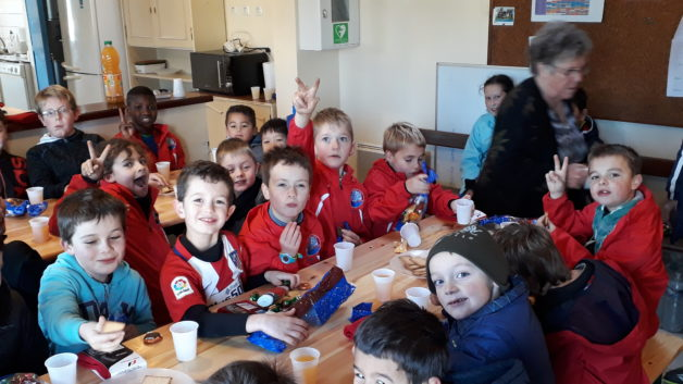 Trévou-Tréguignec FCTT l'école de foot fête Noël et la trêve autour d'un p'tit goûter (photos)