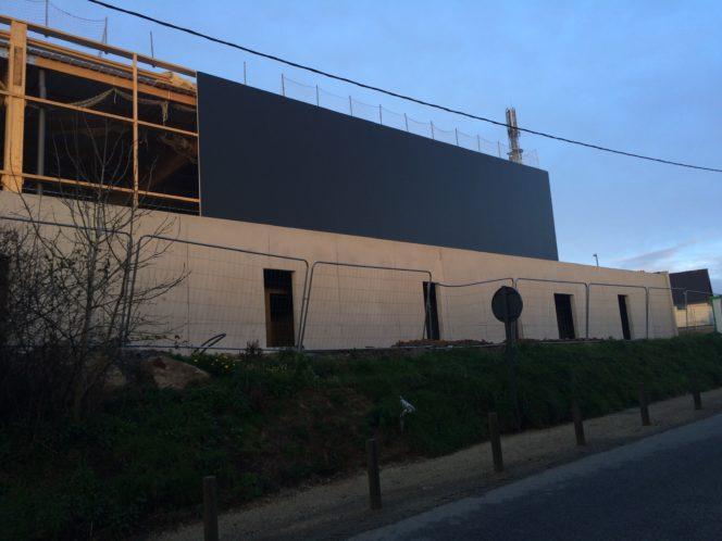 Trévou-Tréguignec salle de sports le chantier bardage se termine