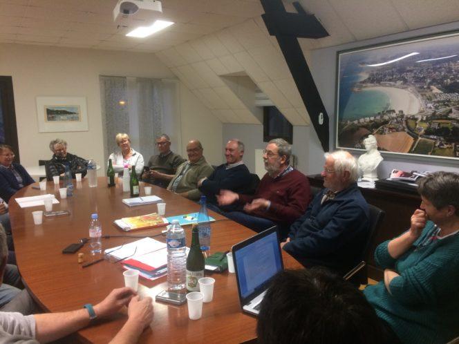 Trévou-Tréguignec  les élus de Trévou et Trélévern ont échangé sur l'intérêt d'une fusion de leurs communes… Alors fusion ou pas fusion?