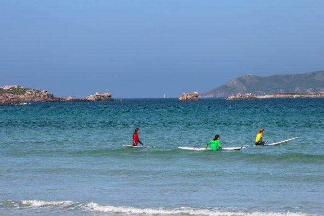 Trévou-Tréguignec  école de surf de Trestel  la Bic Kids  était à Trestel le 20 mai lien vers photos)