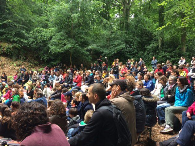 Trévou-Tréguignec «LéZarts en Grange» un véritable succès dans le cadre enchanteur du Boisriou, plus de 400 personnes..