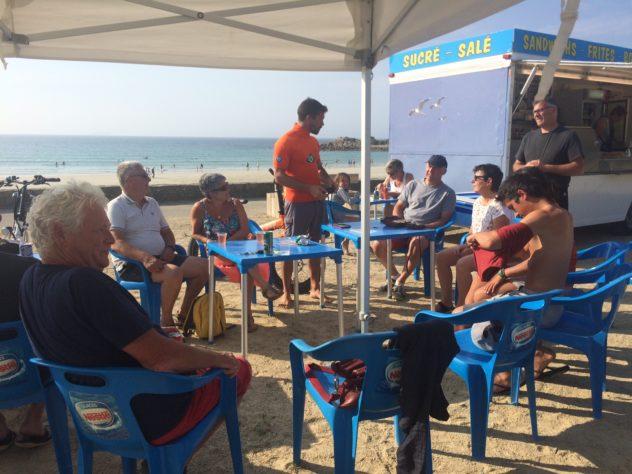 Trévou-Tréguignec  Tour de France à la nage pour sensibiliser le public à la préservation et à la protection des eaux; Rémi CAMUS est arrivé à  Trestel ce samedi 30 juin en soirée (photos)