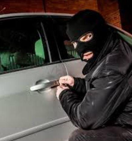 Trévou-Tréguignec  Vigilance 2 voitures visitées en pleine nuit dans une propriété privée du côté de Saint Guénolé