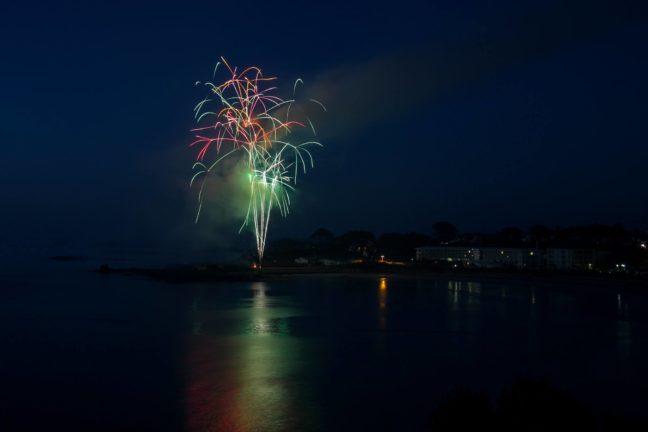 Trévou-Tréguignec  Un feu d'artifice très apprécié le 14 juillet à Trestel suivi d'une animation avec Yvon Dénès a attiré les foules sur le front de mer