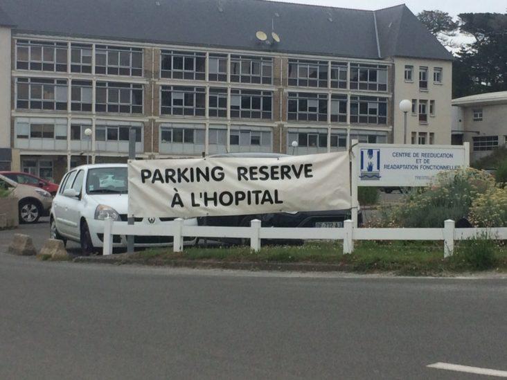 Centre de Rééducation et de Réadaptation Fonctionnelles (CRRF) de Trestel  et si vous laissiez le parking aux patients et soignants!!