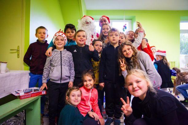 Trévou-Tréguignec  Les gagnants de la loterie de Champagne de Noël de l'école Saint Michel