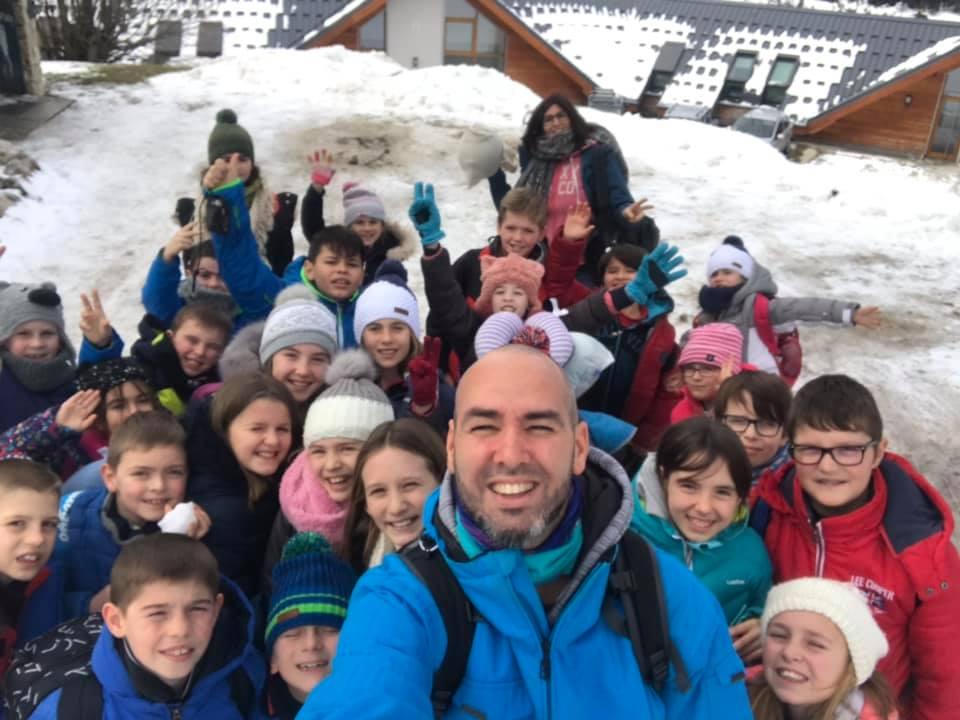 Trévou-Tr Les CE-CM de l'école St Michel dans le Vercors, ski, raquettes, luges, chèvrerie, mais aussi rencontre des enfants de l'école de Lans-en-Vercors et du Centre de Loisirs… Que du bonheur!