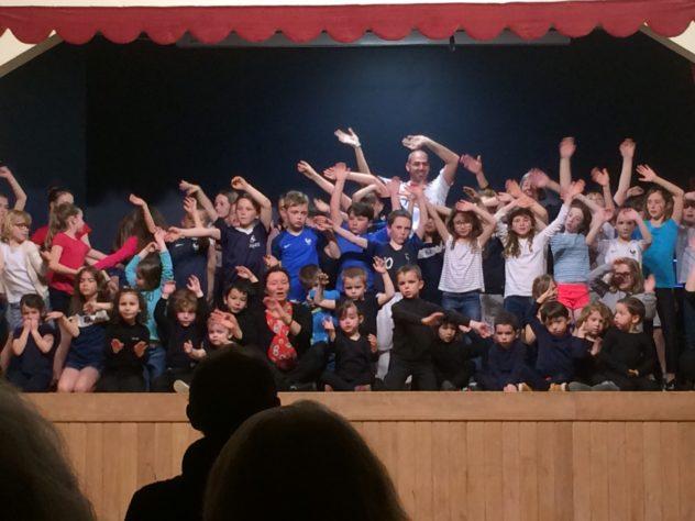 Beaucoup de spectateurs ont assisté au spectacle de haute qualité des enfants de l'école Saint Michel                                                               Trévou-Tréguignec