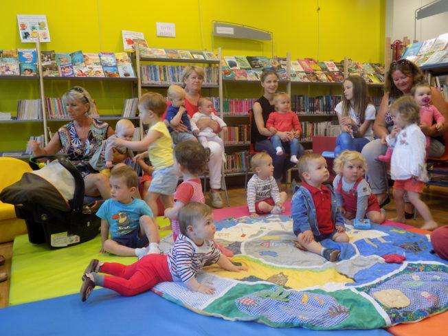 photos de l'atelier lecture pour les tout-petits du  jeudi 4 juillet à la bibliothèque (et aussi  photos des précédents ateliers)   Des ateliers sophro-lecture cet été
