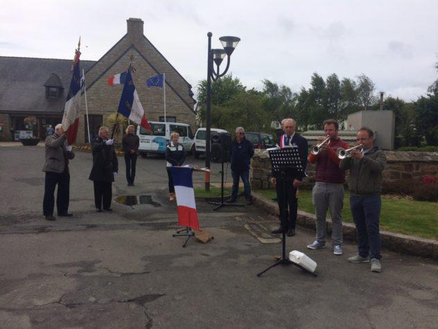 Commémoration du 8 mai 1945: Rassemblement des anciens combattants au Monument aux Morts                  Trévou-Tréguignec.