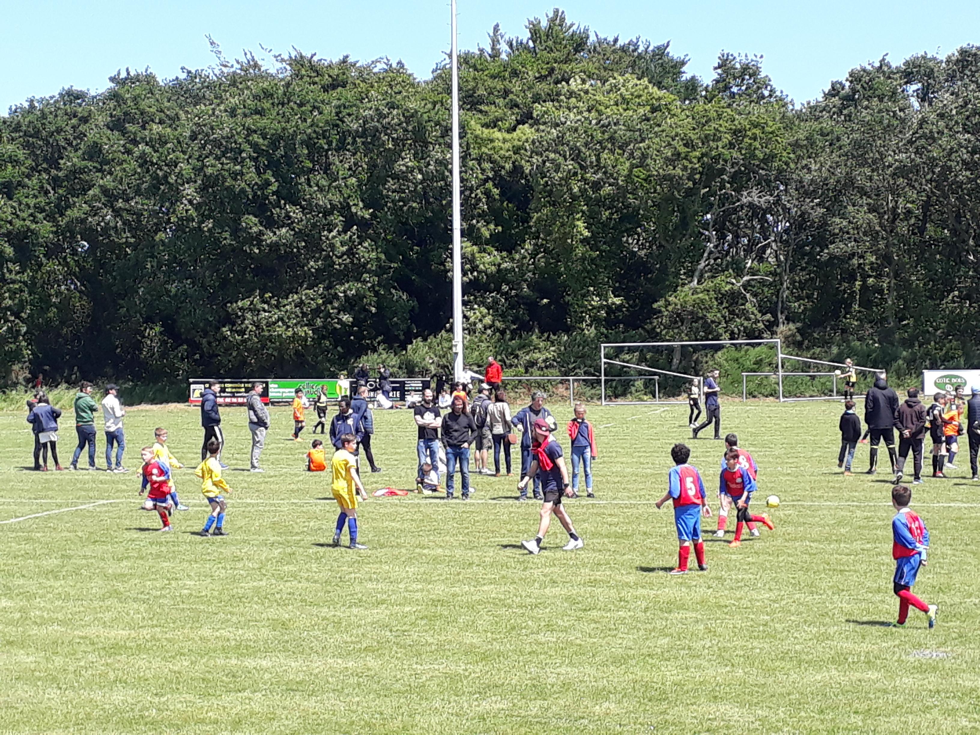FCTT Le tournoi de foot des jeunes  a attiré beaucoup de monde au stade municipal  samedi 8 juin                   Trévou