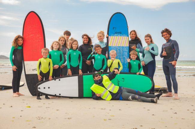 Les jeunes de l'école de surf de Trestel ont bénéficié de leur dernier cours printanier avec Thomas et Arthur                      à Trévou