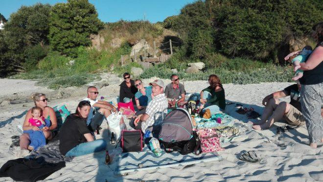 Les Parents d'élèves se sont retrouvés à la plage  pour répartir les rôles dans le bureau de l'APE du RPI Trévou-Trélévern