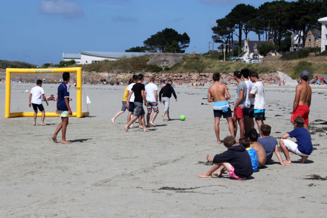animations CAP ARMOR sur la plage, les ados s'en donnent à coeur joie