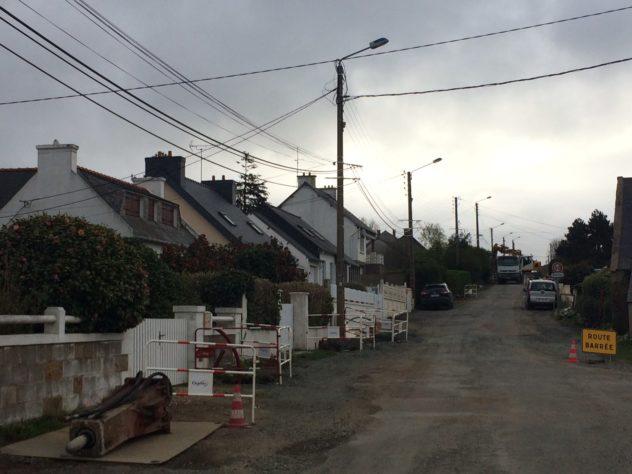 Les travaux d'aménagement de la voirie, rue de Saint Guénolé en Trévou ont démarré