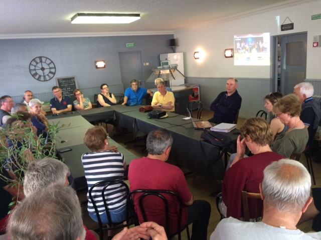Trévou-Tréguignec café citoyen: le maire Pierre Adam à l'écoute de ses concitoyens