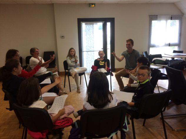 Trévou-Tréguignec  Trestel Cap Vac  un atelier langue des signes qui plaît beaucoup