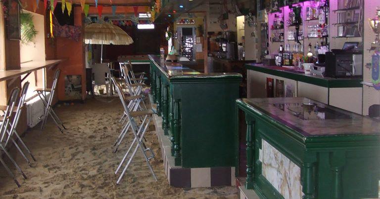 L'Hermine, pub de Saint Guénolé, Trévou, ouverture des vacances de Noël.