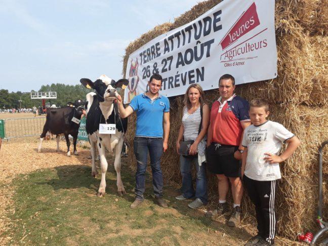 Trévou-Tréguignec Jean-Christophe HUON, jeune agriculteur de la commune décroche un 1ère place au comice agricole à Terre Attitude