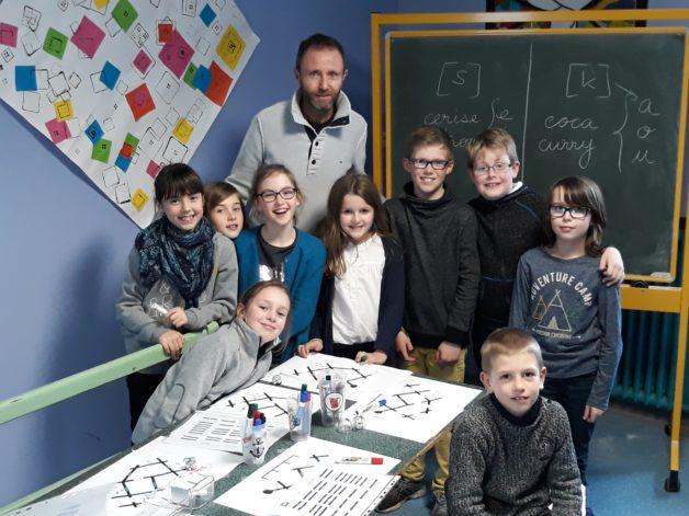 Trévou-Tréguignec Éric Le Yaouanc fait découvrir la programmation avec des robots aux grands de  l'école Saint Michel