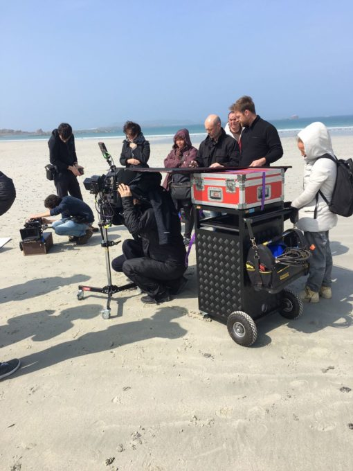 Trévou-Tréguignec tournage de quelques scènes d'un film (Grand Cancan) sur la plage de  Trestel vendredi 13 avril Quelques photos du tournage…