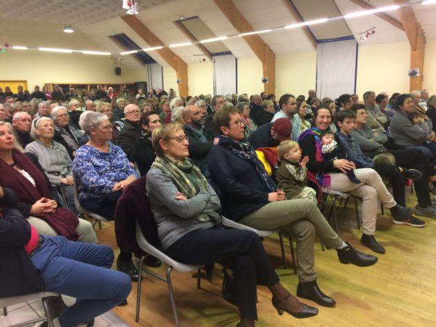 Trévou-Tréguignec  beaucoup de monde aux Voeux du Maire de vendredi, un discours  (ci-dessous) et un diaporama qui ont intéressé le public… avant l'apéritif de Bonne Année
