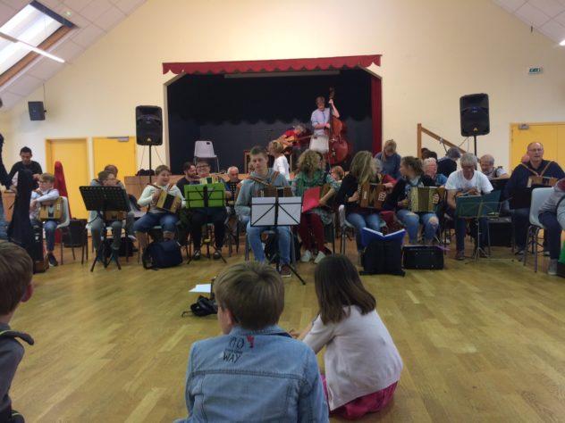 .Le Centre Culturel Saint Guénolé   propose des cours de musique (harpe, violon, guitare, accordéon diatonique), de danse irlandiase, de broderie. Inscriptions le samedi 7 septembre    Trévou