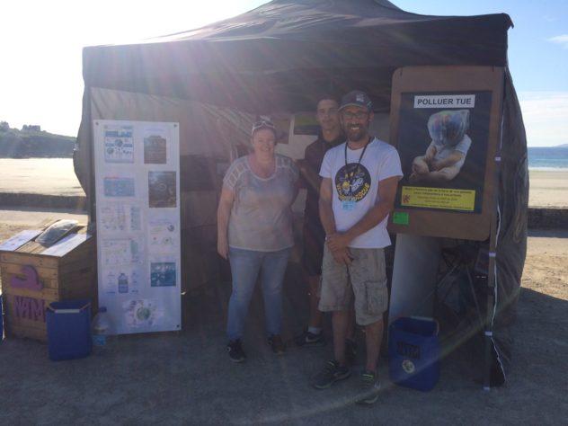 """""""Nique Pas Ta Mer"""" une association qui veut protéger les océans offre un bac à marée au Port-Le-Goff à Trévou et vient à la rencontre du public"""