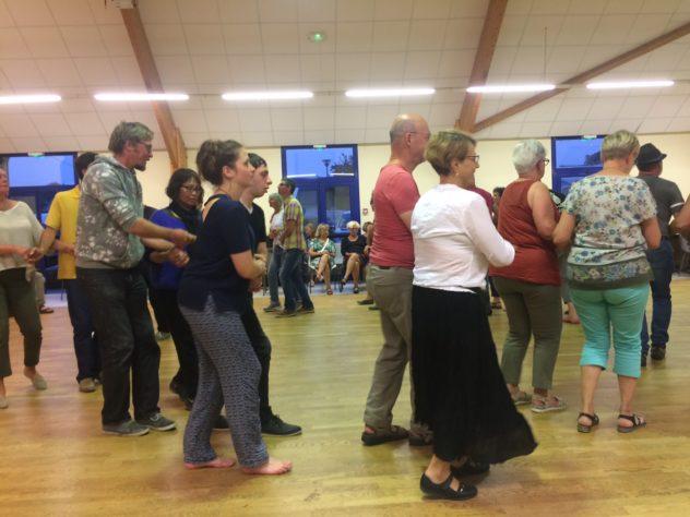 Un Fest-Noz de qualité et des danseurs passionnés ont fait vibrer la salle polyvalente, Centre Culturel Saint Guénolé      trévou