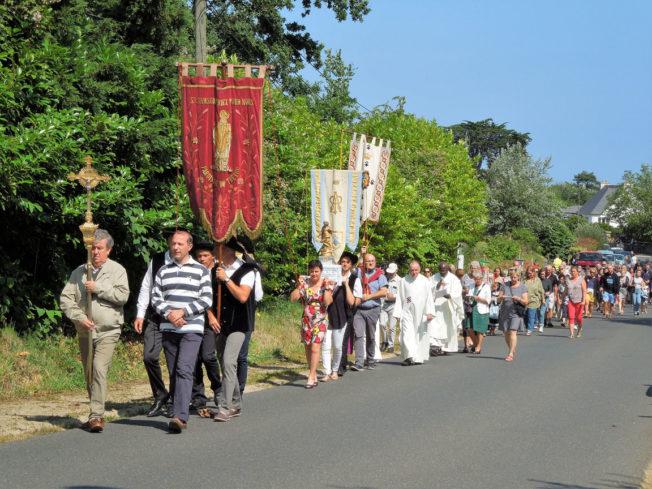 Pardon du Bourg «St Samson» balade, boules, Fest-Noz, messe-procession, repas… ont attiré beaucoup de monde               Trévou