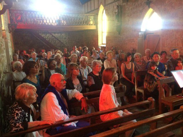 Un petit concert à la chapelle de Saint Guénolé, offert par des choristes venus des 4 coins de France en stage au gîte de  KerBugalic de Trévou