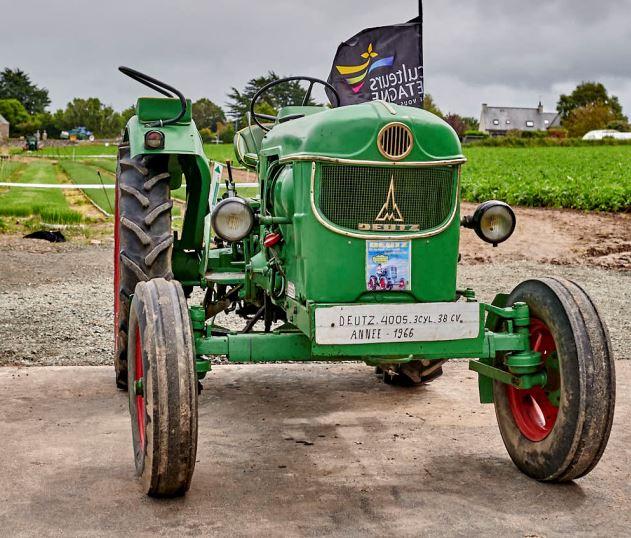 Pardon de Saint Guénolé: une expo de vieux tracteurs à étoffer…. Si vous en possédez, si vos relations en possèdent, contactez l'asso des Mignoned Zant Gwenole