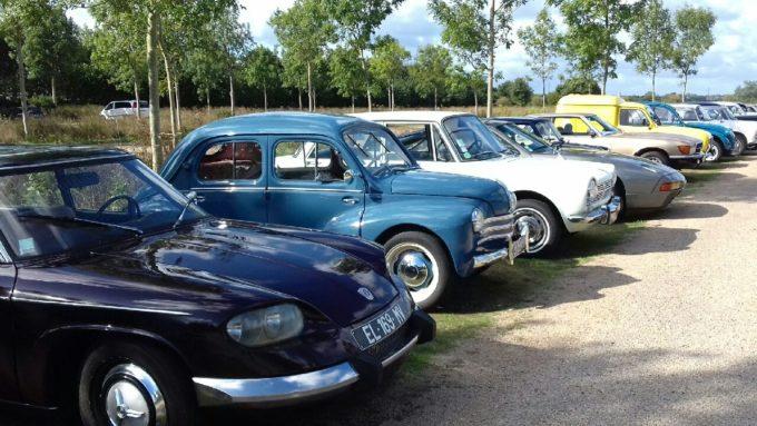 Le pardon de Saint Guénolé  à Trévou c'était aussi une exposition de 24 voitures anciennes et de 5 tracteurs anciens et des balades dans ces voitures..