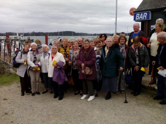 Le club des Joyeux Retraités de Trévou en croisière sur La Rance