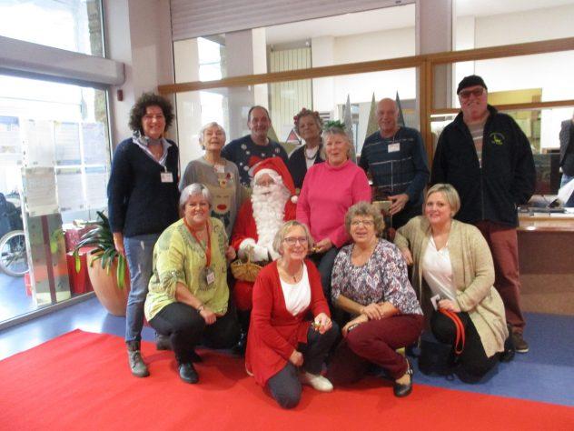 les 2 marchés de Noël du CRRF (Centre de Rééducation) de Trestel en Trévou ont connu un gros succès… des exposants au service des patients et des visiteurs, des enfants de Trestel (photos)