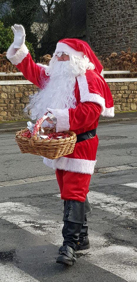 """Le Père Noël passera dans les rues de Trévou le 13 décembre mais ne s'arrêtera pas; ce sera juste pour informer d'un rendez-vous """"en drive"""" pour la distribution des cadeaux à la salle polyvalente de 14h à 17h…"""