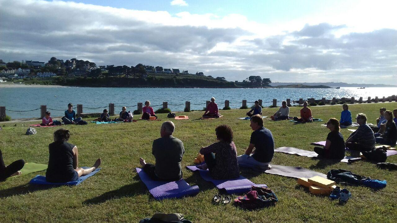 Des séances de yoga cet été à Trévou (esplanade de l'estran) avec Anne Le Guellec
