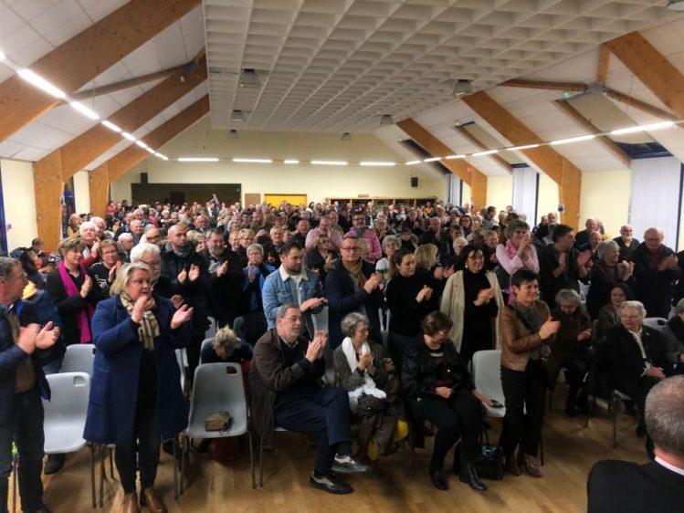 """""""Standing ovation""""  et applaudissements nourris pour Pierre ADAM à l'annonce de sa candidature aux prochaines élections à un public de près de 400 personnes ce samedi 11 janvier à Trévou-Tréguignec (discours en ligne)"""