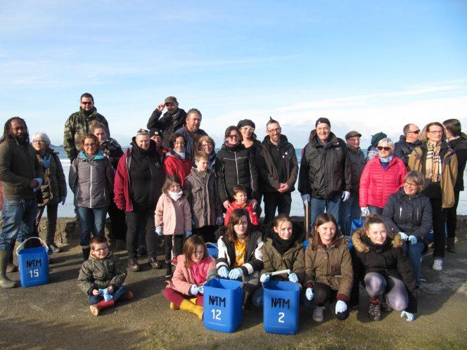 """L'association """"Nique Pas Ta Mer"""" a nettoyé les plages de Trévou et collecté 25kg de déchets divers"""
