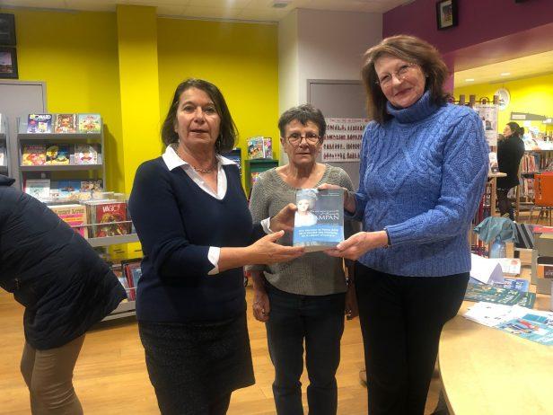 Geneviève Haroche-Bouzinac auteure de plusieurs biographies a, à nouveau, offert un de ses livres à la médiathèque de Trévou-Tréguignec