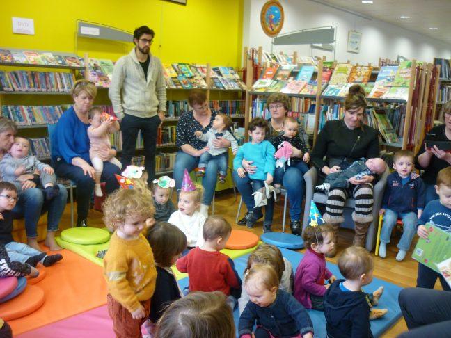 Bébés lecteurs: Prochain atelier/ lecture le vendredi 13 mars à la bibliothèque de Trévou. Photos de l'atelier lecture pour les tout-petits du  jeudi 20 février et aussi  photos des précédents ateliers.