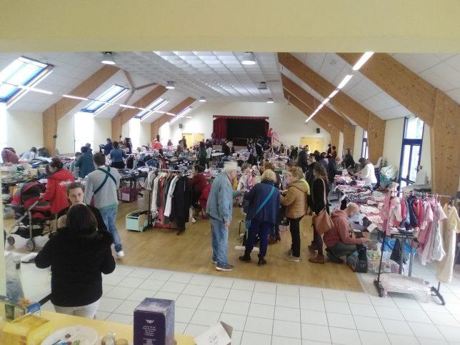 Succès du vide-dressing organisé par l'APEL de l'école St Michel de Trévou
