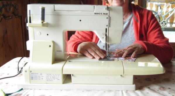 Participer à des ateliers collectifs de fabrication de masques à Trévou en cousant ou en donnant du fil, de l'élastique, du coton….