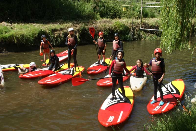 un mini stage de kayak organisé par le CIDS pour les ados