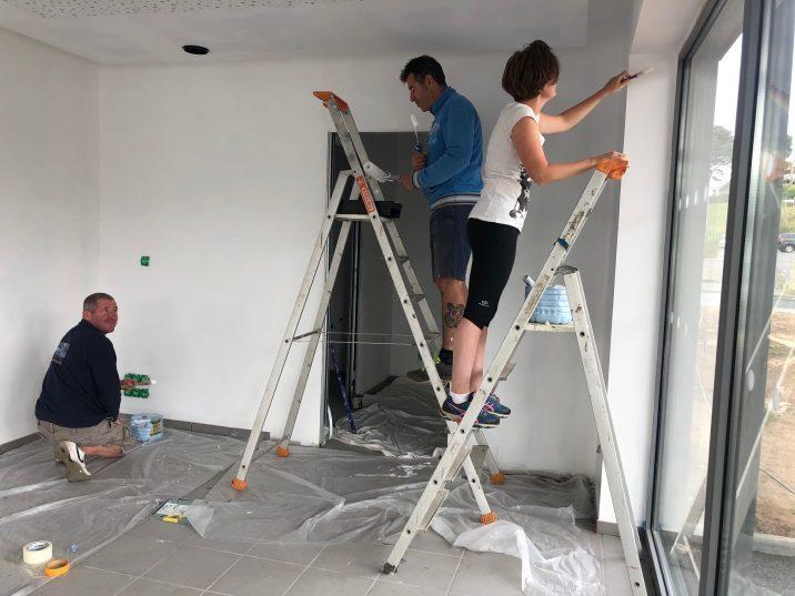 La construction du Pôle nautique de Trestel en Trévou-Tréguignec  se poursuit : les photos du  chantier au fil des travaux. Peinture faite… Arrivée de l'électricité !