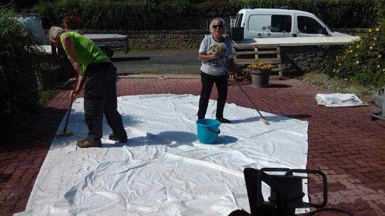 Le Comité des fêtes a nettoyé ses barnums et les propose à la location.   Une brocante en préparation pour le 2 août.