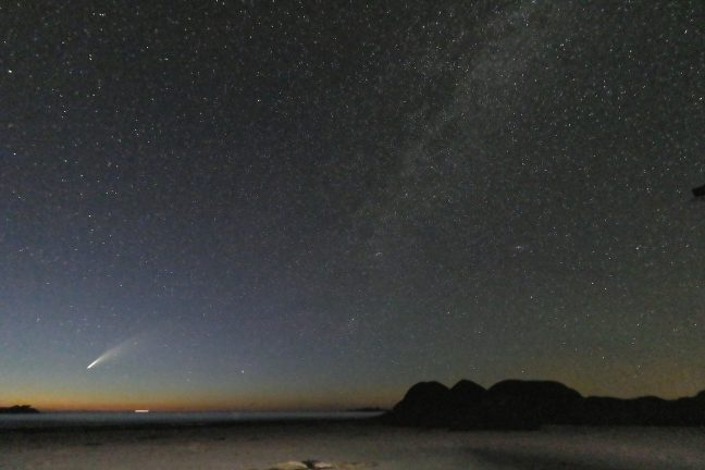 La comète Neowise  vue de la rue de Poulpry en Trévou-Tréguignec (photos)