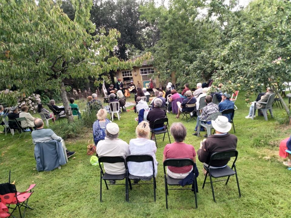 Soirée festive, musicale et gourmande samedi 22 août au Jardin des Délices des Délires au Royau en Trévou-Tréguignec